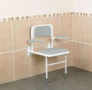 Siège de douche mural rembourré avec dossier et accoudoirs | Autonomie & vie quotidienne