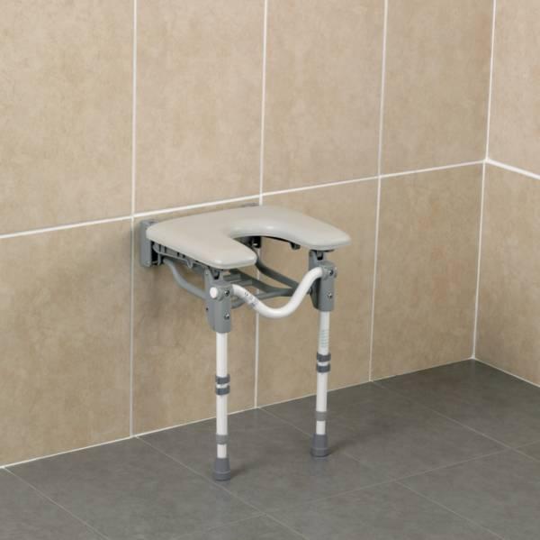 Siège de douche mural rembourré Tooting avec découpe frontale - Homecraft | Autonomie & vie quotidienne