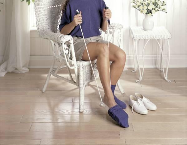 Enfile-bas / enfile chaussettes avec poignées en mousse | Autonomie & vie quotidienne