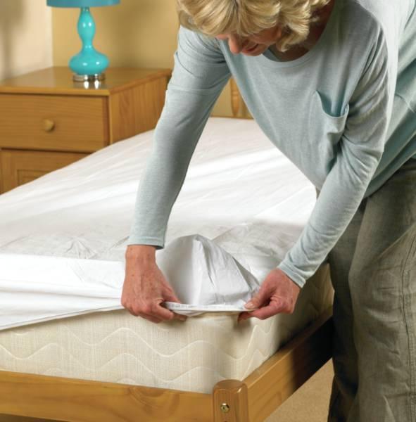 Prot ge matelas imperm able al se economy homecraft - Protege matelas incontinence ...