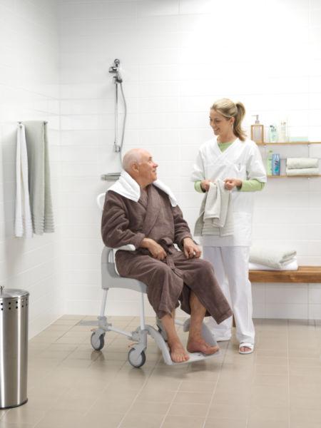 Chaise de douche percée à roulettes - Clean | Autonomie & vie quotidienne